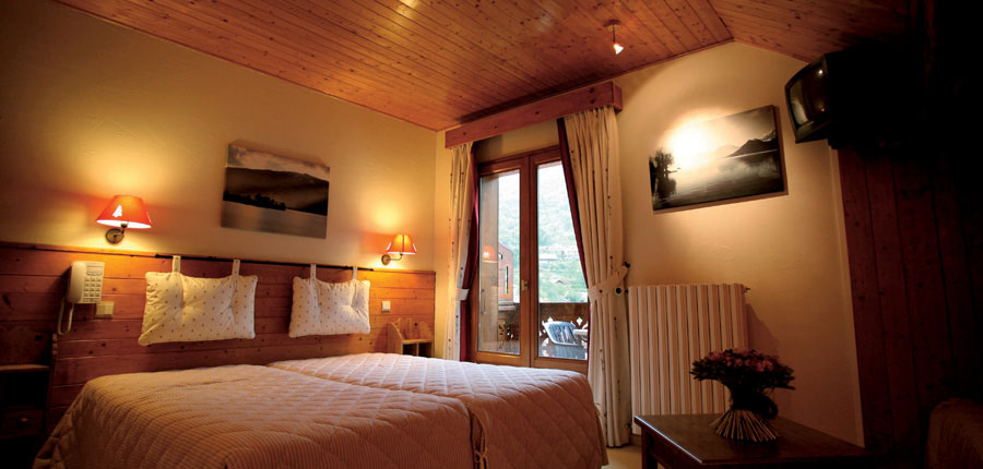 Hotel Karwendelhof, Seefeld, Austria - twin room.jpg